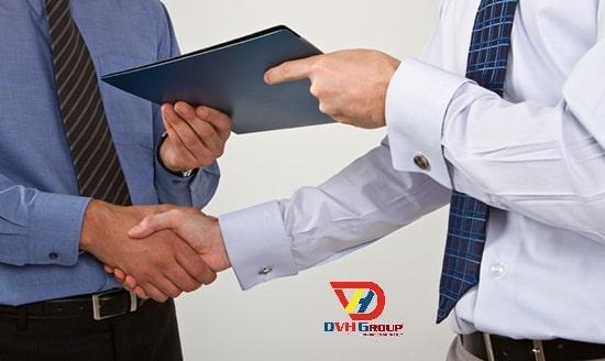 Bàn giao hồ sơ kỹ thuật thi công với khách hàng