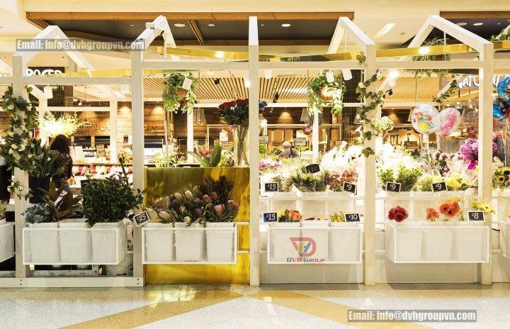 Thiết kế showroom hoa tươi đẹp nhất chính là bày bố các kệ hàng hóa thật gọn gàng