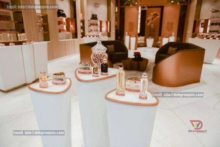 Thiết kế nội thất showroom cửa hàng tại Thủ Dầu Một