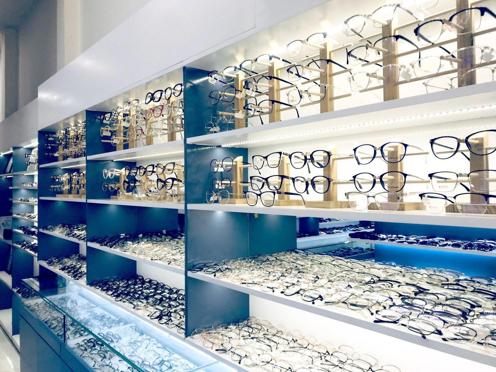 Thiết kế nội thất showroom cửa hàng tại Long An